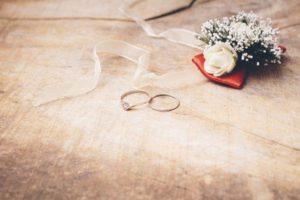 大切な結婚指輪を海で無くして数十年・・・意外な所から戻ってきた結婚指輪!