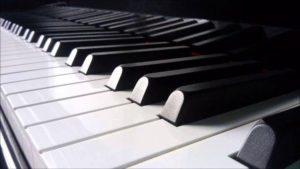 邦楽やアニソン、ゲーソンは大嫌いなBBA音楽教師。俺は授業時間内に抵抗して追い出されたのだが、数ヶ月後の発表会の日にピアノ担当の女子が即興で・・・
