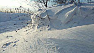 雪道でゆっくり走っていたら後ろから煽られた!!ムカッとしたがそのままにしていたら私を追い抜きその後・・・衝撃の光景が