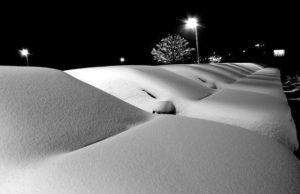 雪かきをしないと出られないのに、毎回無理矢理駐車場から出ようとするムーヴに天罰下る。