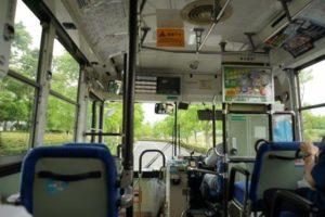 バスの乗降口を割らんばかりに叩き喚くおっさん。平常心で運転中の運転手と口論になり・・・