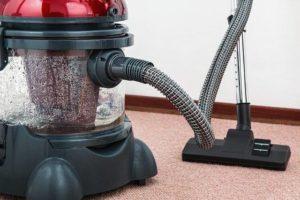 汚部屋製造家のトメに同居をせがまれ、仕方なく敷地内別居。一部の部屋以外は本気で汚い。トメにも蹴りいれて掃除させた