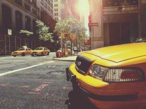 タクシーのとんでもない行動に、俺は思わず窓をコンコンと叩きながら「止むぁるぁんかーてめぇ ー」