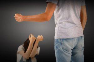何も考える余裕もなくて、咄嗟にトメをひっぱたいて子を取り戻したら、夫に殴り返された。