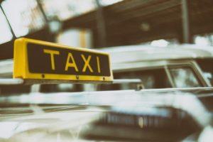 タクシーの防犯ボードを酔って破壊。しかし、電話していた奥さんと繋がりっぱなしであったため・・・