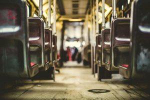 バスの常連客で、高確率で1万円札を出してくる客に運転手一同困っていたのだが・・・