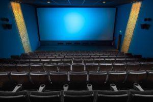 映画館で上映前だったからか、聞こえる声で、若干ながらネタバレ言っちゃう馬鹿な彼氏に彼女の方は・・・