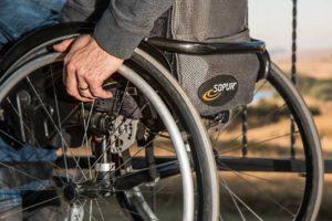 車椅子の障害者客があまりにも態度が悪くて罰が当たったのか転倒。そしたら周りが・・・