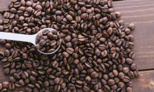 コーヒー買ったジジイが、蓋を間違えてたから、親切に手を差し伸べてあげたのに・・・
